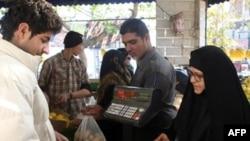 رییس جمهوری ایران گفته است که سال تازه خورشيدی، سال دگرگونی های بزرگ برای اقتصاد ايران خواهد بود. (عکس: AFP)