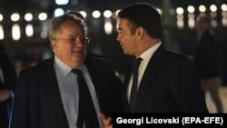 Архивска фотографија - Министрите за надворешни работи на Грција и на Македонија, Никос Коѕијас и Никола Димитров.