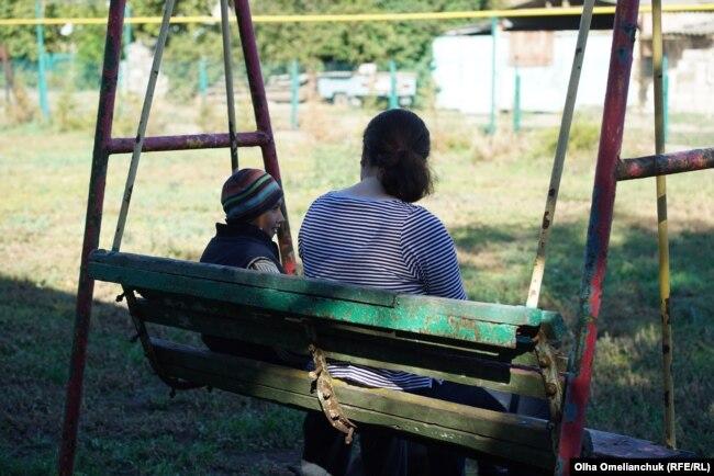 З дітьми у центрі працює психолог. І ця робота вважається однією з найскладніших