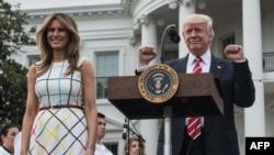 ABD prezidenti Donald Trump ve onıñ refiqası Melaniya