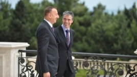 Azerbaijan -- President Ilham Aliyev (L) speaks with NATO Secretary-General Anders Fogh Rasmussen at presidential palace in Baku, 07Sep2012