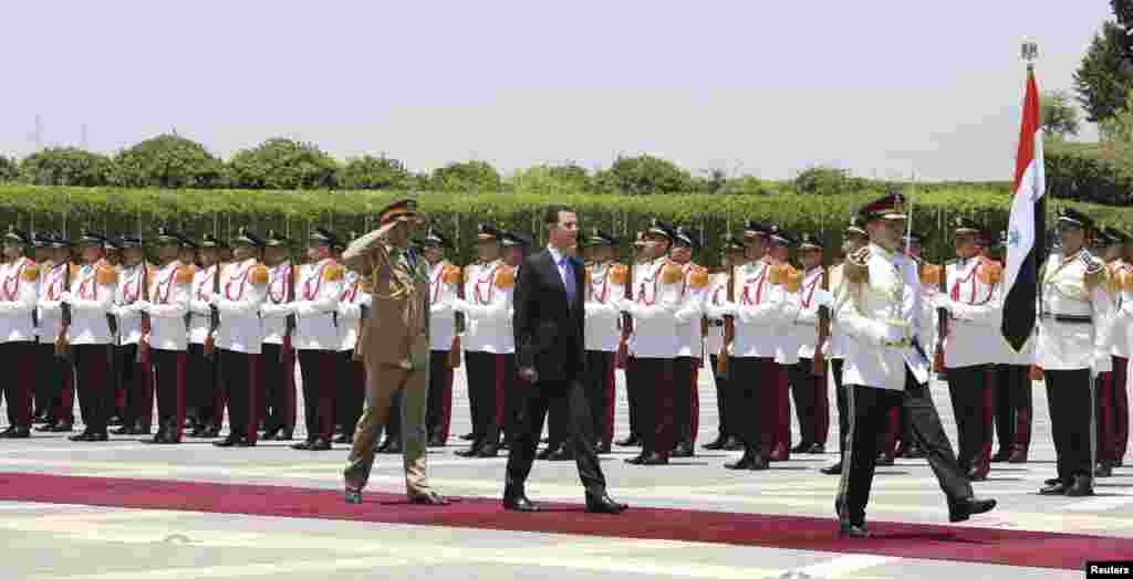 Башар Асад приведён 16 июля к присяге в качестве президента Сирии на третий семилетний срок. Торжественная церемония прошла в среду в столице страны Дамаске. На выборах в июне Асад, согласно официальным данным, набрал более 88 процентов голосов избирателей в свою поддержку.