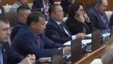 Комсомолду даңктаган депутат кагуу жеди