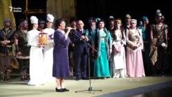 """Актаныш халык театры """"Итил суы ака торур"""" спектаклен күрсәтте"""
