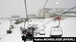Несмотря на то, что горнолыжный курорт Гудаури расположен в 120 километрах от Тбилиси, его развитием будут заниматься именно столичные власти