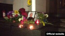 Сьвечкі і кветкі ў памяць аб забітым 31 жніўня ў Кіеве салдаце Нацыянальнай гвардыі