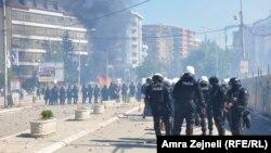 Pamje nga protesta e banorëve shqiptarë të Mitrovicës, 22 qershor 2014
