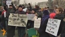 Акция протеста у посольства России в Риге