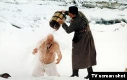 """Кадр из фильма """"Сибирский цирюльник"""""""