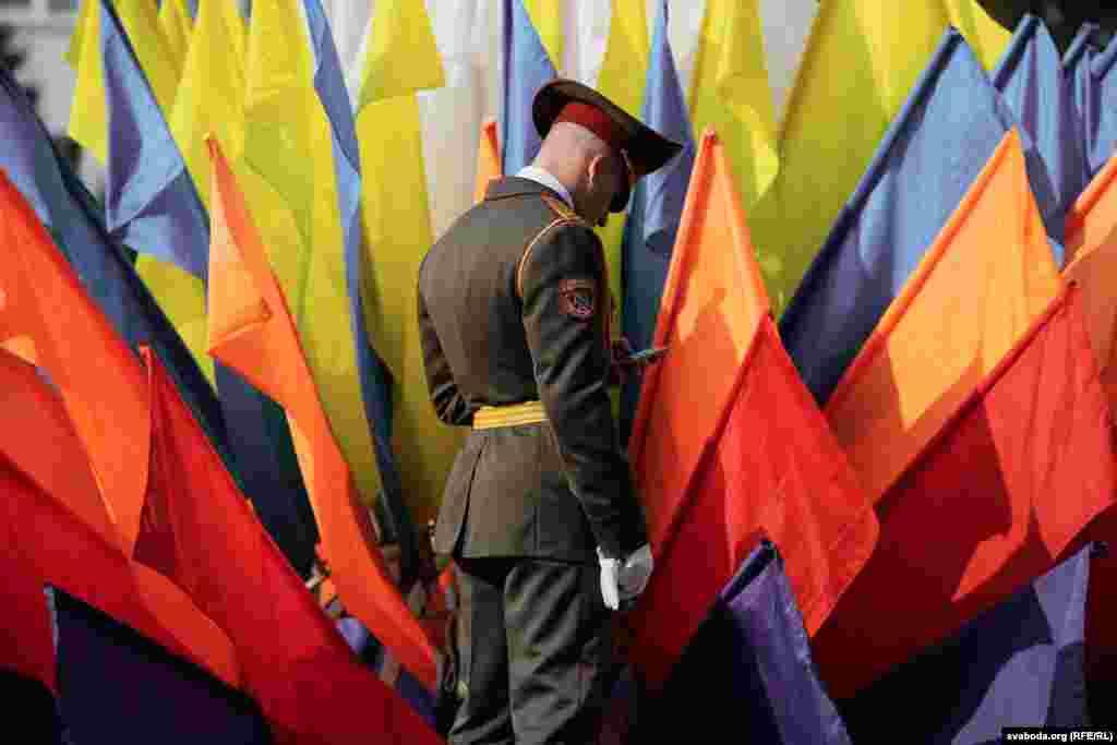 Солдат в місті Заславль, Мінська область Білорусі, під час свята міста 26 серпня. (Радіо Свобода/Радіо Вільна Європа)
