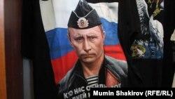 Putin-in təsviri olan mayka