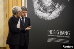 Петро Порошенко і Крістін Лаґард відвідали виставку «50 винаходів, які Україна подарувала світу», 6 вересня 2015 року