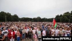 Тихановскаяны колдоп чогулгандар. 19-июль, 2020-жыл. Минск.