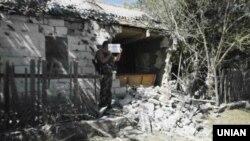 Разбураны будынак ў Сартане каля Марыюпалю
