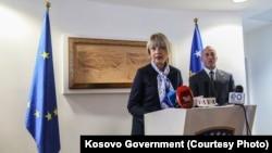 Helga Shmid dhe Ramush Haradinaj në konferencën e përbashkët për media