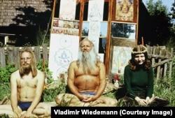 Михкель Рам Тамм, эстонский философ и эксперт по санскриту, йоге и медитации, стал гуру для многих хиппи из Эстонии и других стран