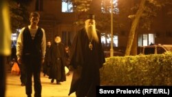 Episkop SPC Joanikije i osam sveštenika pušteni iz pritvora da se brane sa slobode