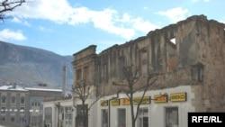 U Mostaru još uvijek ima mnogo devastiranih kuća, Foto: Midhat Poturović