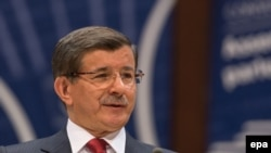Ish-kryeministri turk, Ahmet Davutogluof.