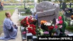 Могила Немцова на Троекуровском кладбище