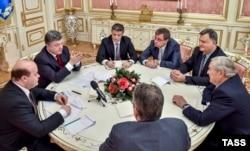 Джордж Сорос встречается с президентом Украины Петром Порошенко в Киеве в 2015 году