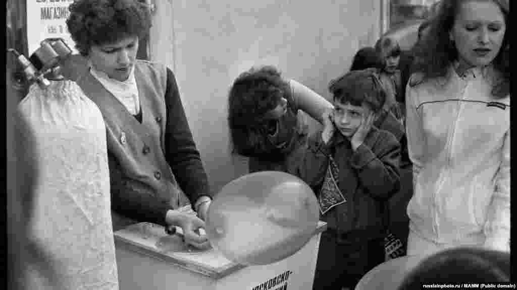 """""""Первомайские услуги"""", Москва, 1 мая 1984"""