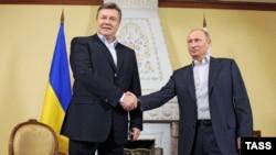 Віктор Янукович (ліворуч) і Володимир Путін (архівне фото)
