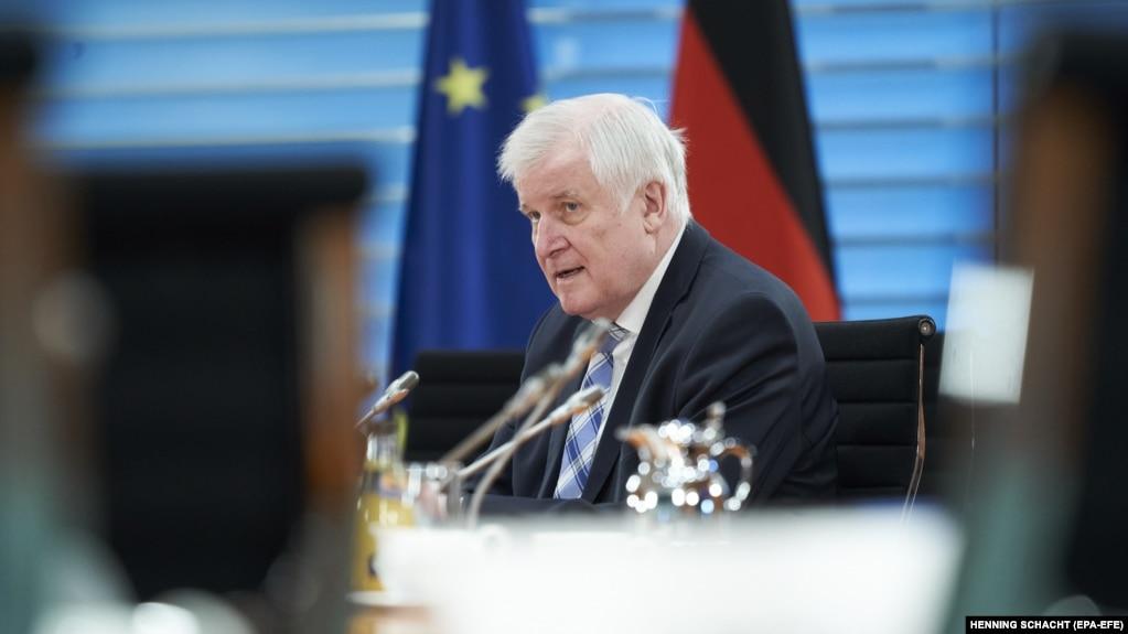 هورست سیهوفر، وزیر کشور آلمان