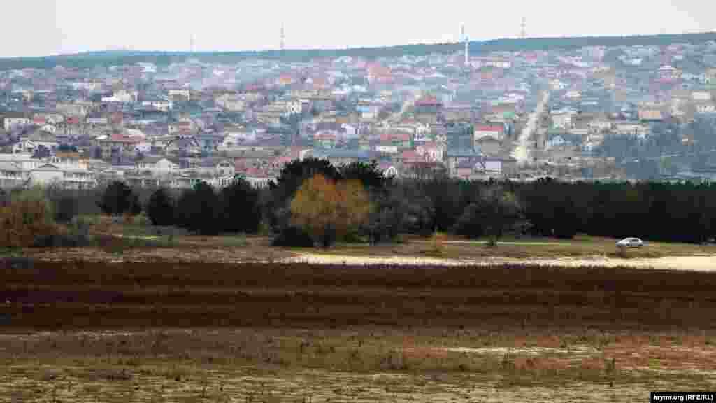 Вдалині видніються житлові мікрорайони Бахчисарая