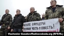 Українські військові на масовій акції у Херсоні перед відправленням в зону АТО, 25 січня 2015 року