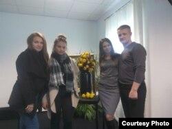 Олена і Сергій Никончуки з доньками