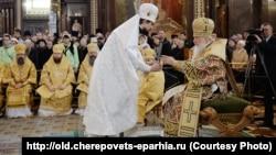 Епископ Флавиан (Митрофанов) (слева) и патриарх Кирилл. Рукоположение в епископы, Москва, 24 ноября 2014 года