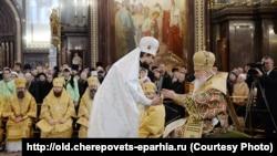 Епископ Флавиан (Митрофанов) (слева) и патриарх Кирилл. Рукоположение в епископы, 24 ноября 2014 года. Храм Христа Спасителя в Москве