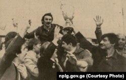 Капитан «Динамо» Александр Чивадзе с кубком в руке