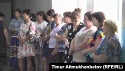 Сотрудники школы-интерната в селе Шалдай Павлодарской области.