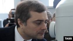 В анонсе визита Владислава Суркова в Абхазию говорилось о том, что «в неофициальном режиме планируется обсудить меры по ограничению политического и экономического присутствия Турции в Абхазии»