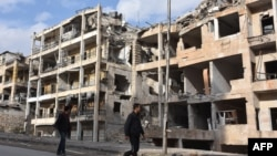 Сирійці в зруйнованому Алеппо (архівне фото)