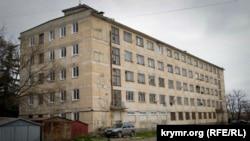 Одно из общежитий на улице Николая Музыки в Севастополе