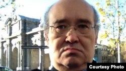Қазақстандық саяси эмигрант, оппозициялық тұлға әрі бұрынғы банкир Мұратбек Кетебаев. Мадрид, 17 қаңтар 2015 жыл.