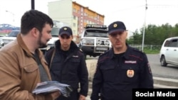 Задержание Георгия Албурова полицией в Магадане