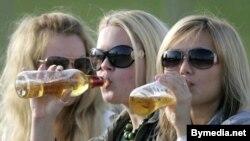 """""""Люди, пейте пиво - оно вкусно и на цвет красиво!"""" - говаривал герой популярного кинофильма."""