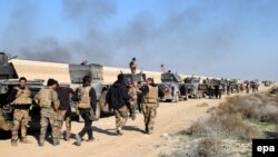 Iraqi military vehicles and troops advance toward the center of Ramadi earlier this week.