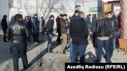 Binə. 11 yanvar 2015 Ədliyyə nazirliyinin dispanseri qarşısında etiraz aksiyası.