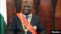 لورن باگبو، حاکم فعلی ساحل عاج اعلام کرده است که حاضر نیست خود را تسلیم کند.
