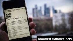 Москвадагы карантин маалында эки жакка каттоого мүмкүнчүлүк берген күбөлүк.