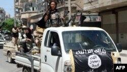 "Алеппо қаласында жүрген ""Нусра майданы"" тобы содырлары. Сирия, 2015 жылдың мамыры."