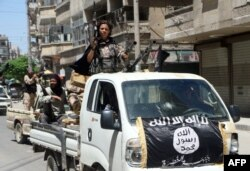 «Әл-Нусра майданы» содырлары Алеппо көшесінде. Сирия, 26 мамыр 2015 жыл.