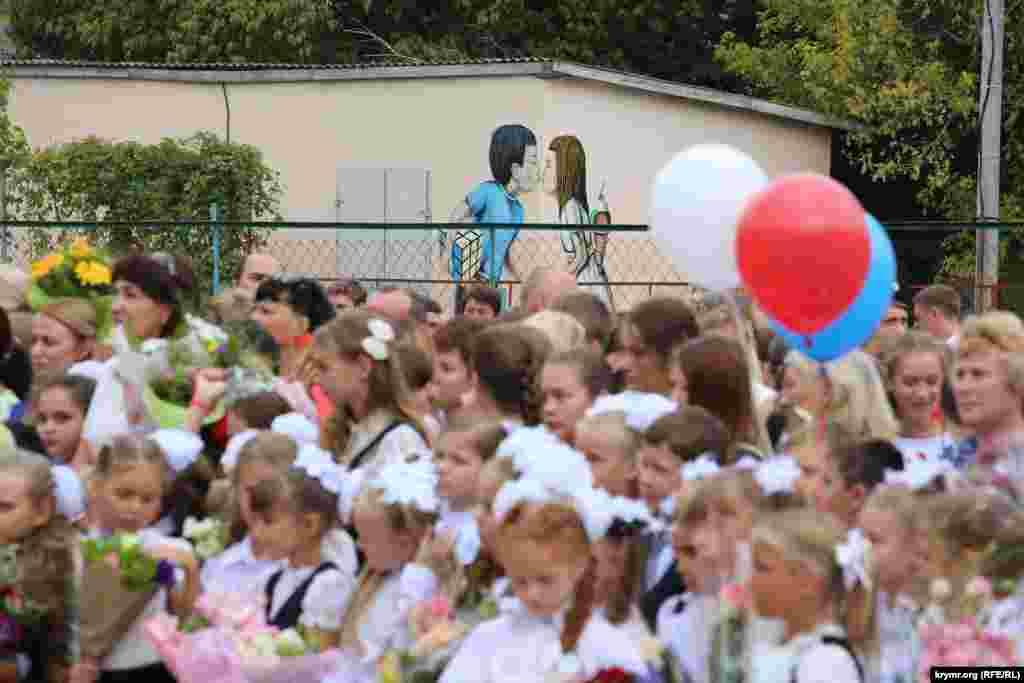 Aqmescitniñ birinci gimnaziyasında Bilgi künü, 2015 senesi sentâbr 1 künü