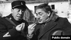 """Кадр из фильма """"Закон есть закон"""" о разделенном границей двух стран городе, 1958 год"""