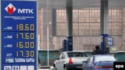Заправочная станция в Москве, апрель 2006 года. Сейчас в России бензин в среднем стоит чуть больше 23 рублей